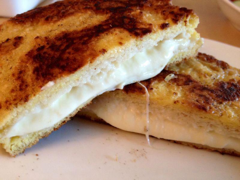 Mozzarella Carozza sendvič