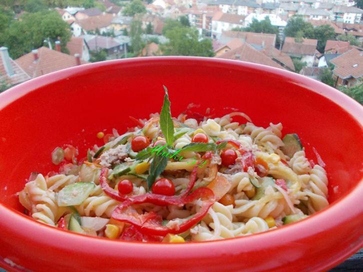 Salata sa tunjevinom i tjesteninom