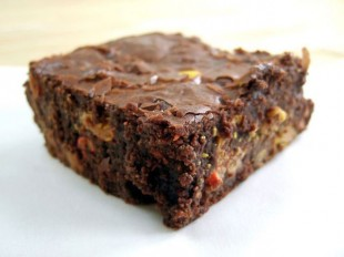800px-Reese's_Pieces_brownie