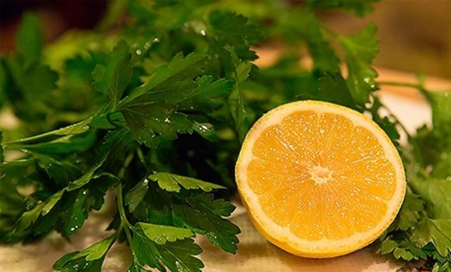 Sok od peršuna i limuna