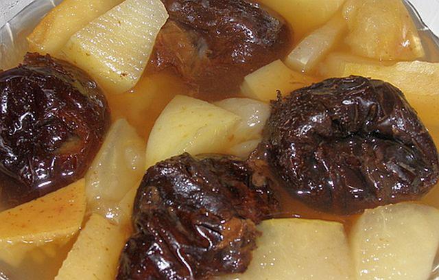 Kompot od šljiva i jabuka