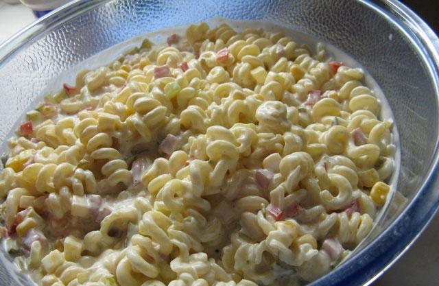 Salata sa testeninom