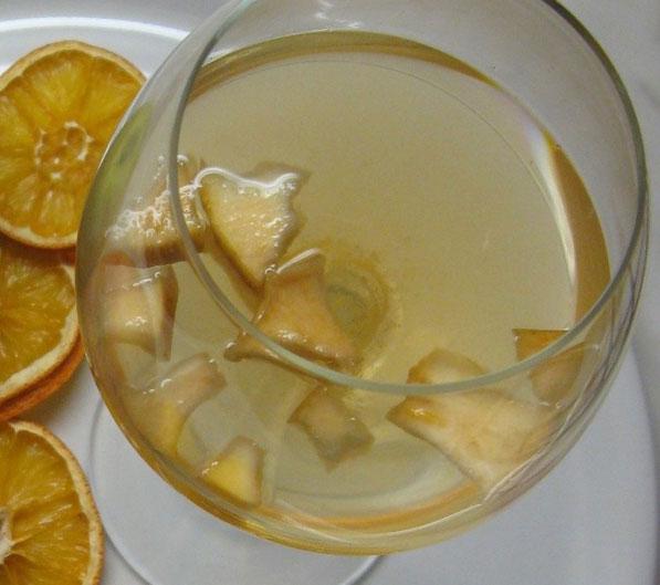 Kuhano vino sa jabukama