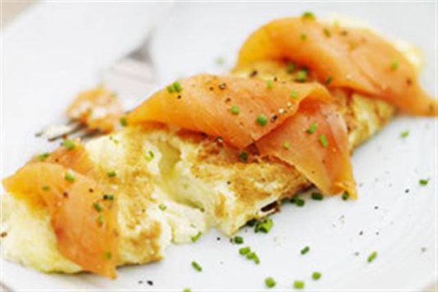 Omlet sa dimljenim lososom