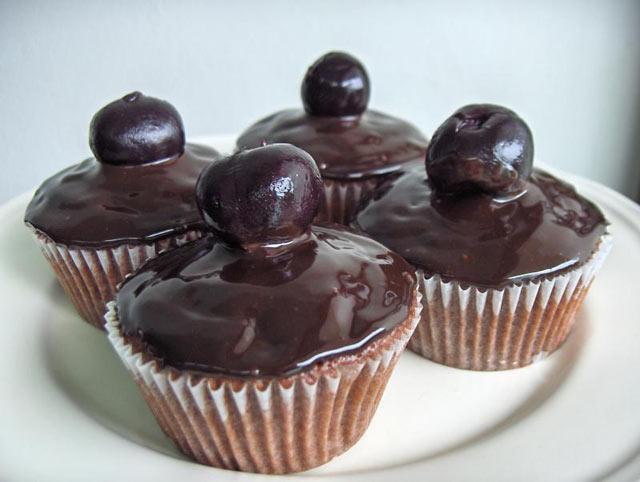 Cupcakes sa čokoladom i trešnjama