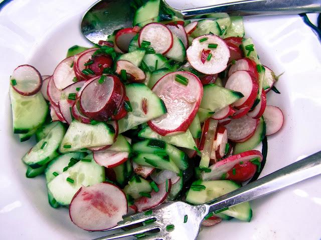 Osvježavajuća salata sa rotkvicama i krastavcem
