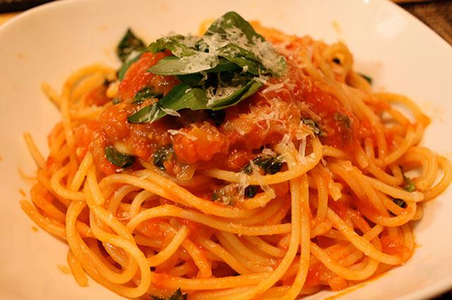 Špagete u domaćem paradajz sosu
