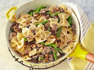 tjestenina-sa-gljivama-sparogama-i-orasima1