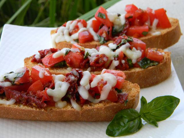 Bruschette sa dvije vrste paradajza