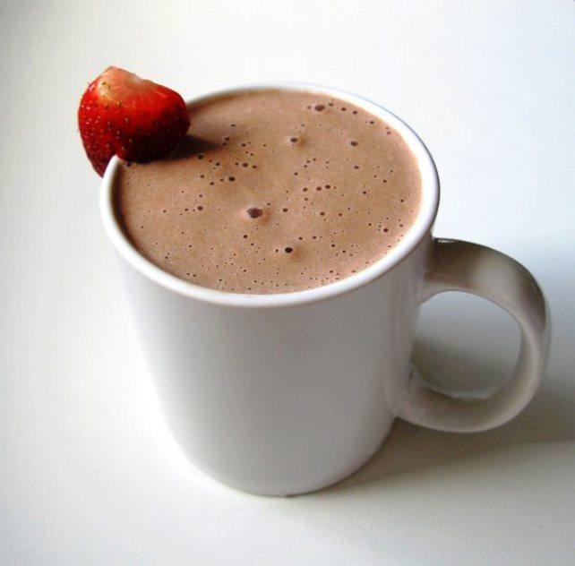 Topla čokolada sa jagodama