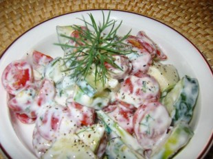 kremasta-salata-od-paradajza-i-krastavca1