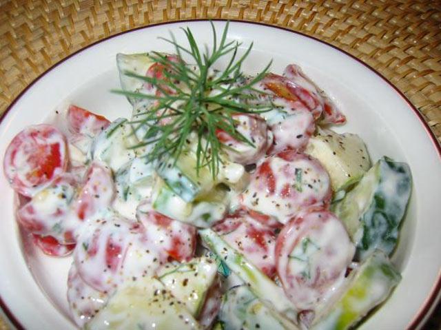 Kremasta salata od krastavca i paradajza