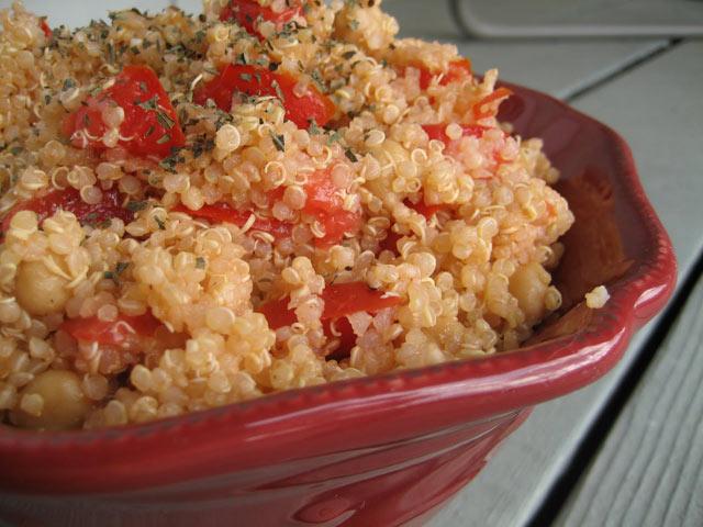 Quinoa sa leblebijama i paradajzom