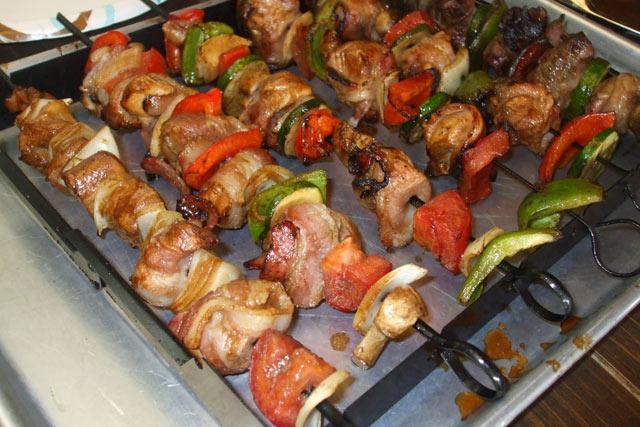 Ražnjići sa piletinom i slaninom