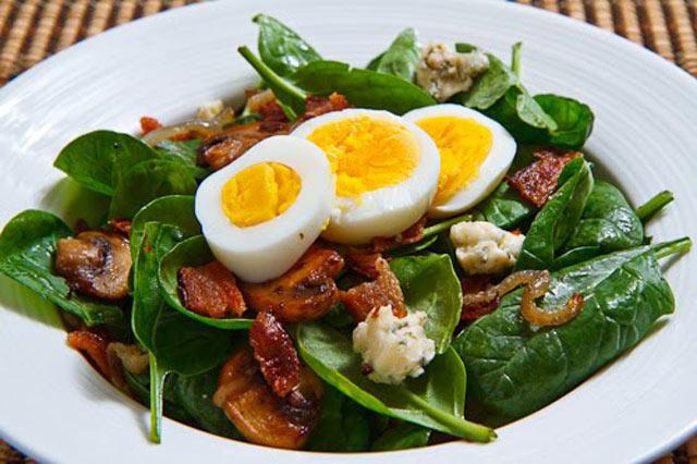 Salata od špinata i gljiva