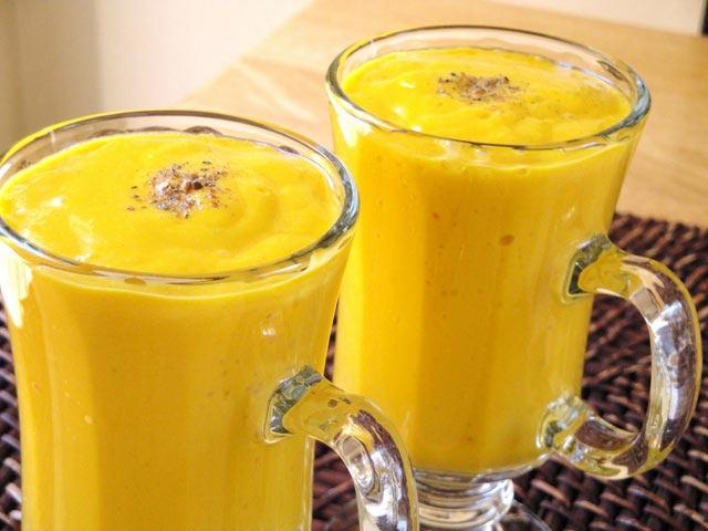 Indijski napitak sa mangom