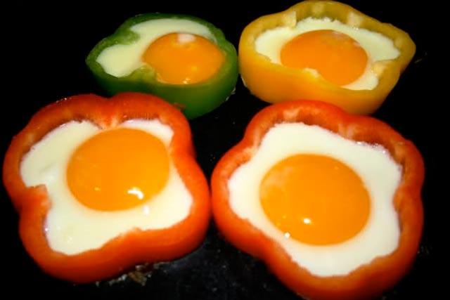 Jaja u paprikama