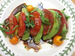 salata-od-avokada-i-paradajza1