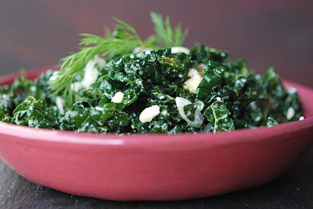 Salata od kelja i fete