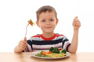 8-nacina-da-naucite-djecu-da-jedu-voce-i-povrce
