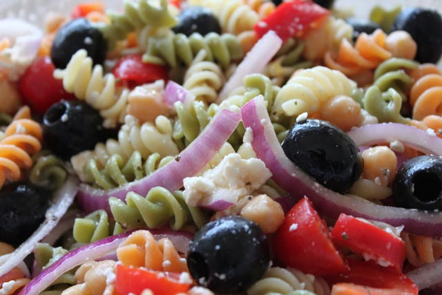 Grčka salata sa tjesteninom