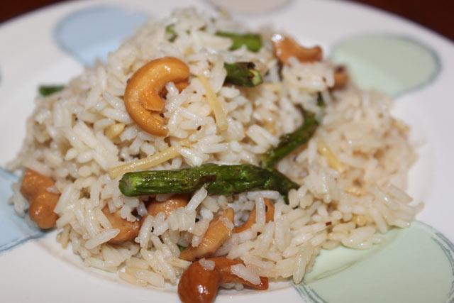 Riža sa šparogama i indijskim oraščićima