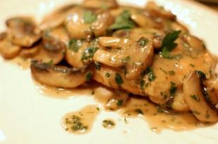 piletina-u-sosu-od-vina-i-gljiva1