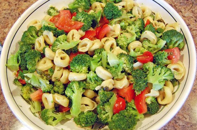 Salata od brokula i tortelina