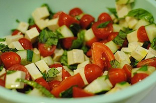 salata-od-krastavca-paradajza-i-tofu-sira1