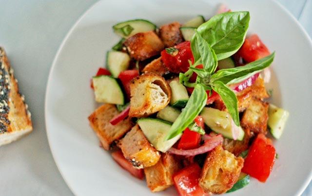 Salata sa starim hljebom