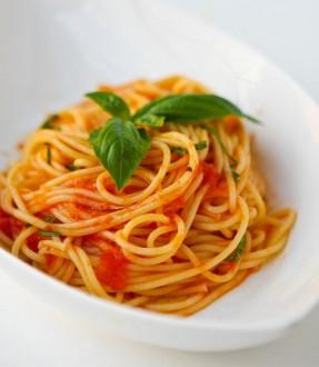 tjestenina-sa-paradajzom-i-bijelim-lukom1