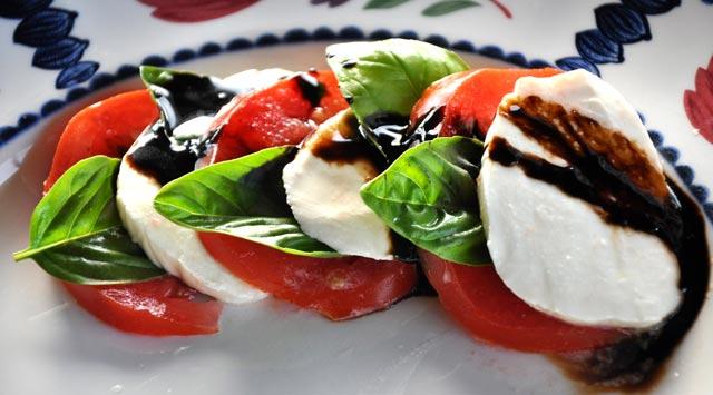 Salata od paradajza i mozzarelle