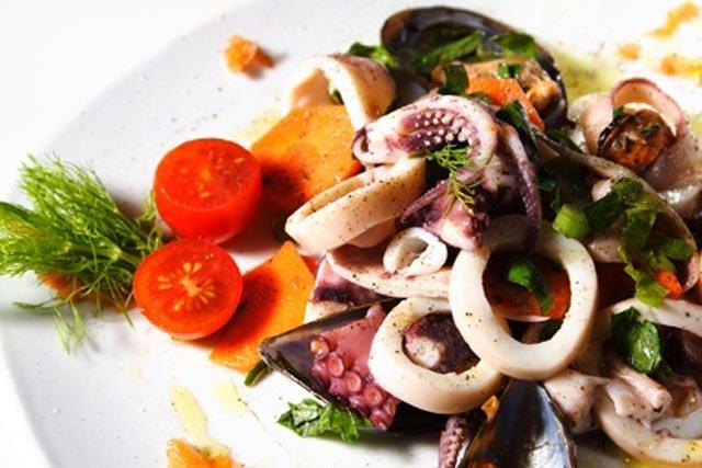 Salata sa plodovima mora