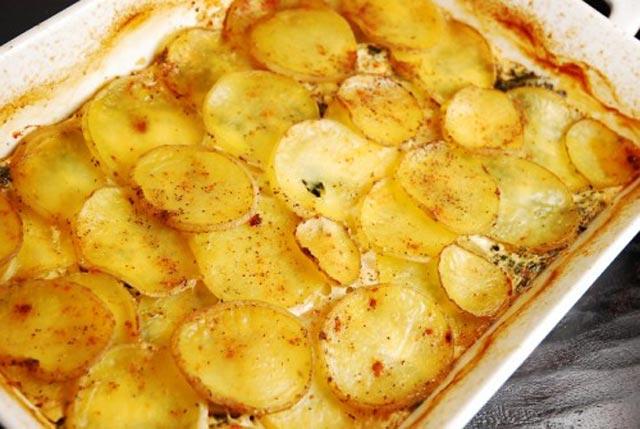 Zapečeni krompir sa špinatom