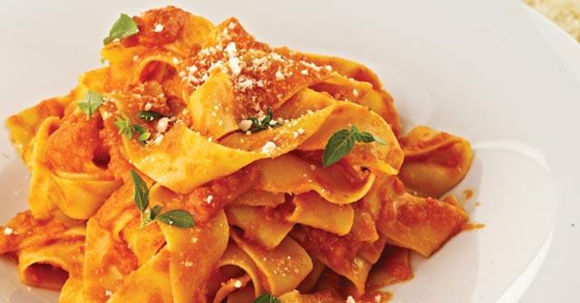 Svježa tjestenina sa paradajzom