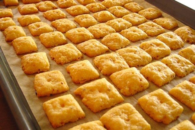 Domaći krekeri sa sirom
