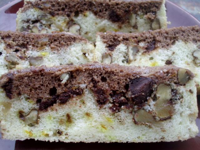Kolač od belanaca sa orasima i čokoladom