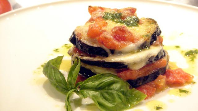 Patlidžan sa parmezanom i paradajz sosom