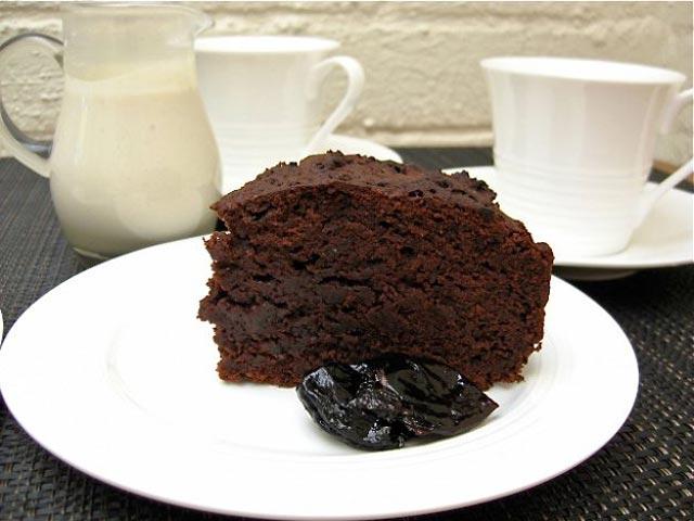Čokoladni kolač sa šljivama