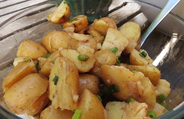 Pečena krompir salata