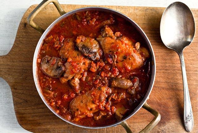 Piletina sa gljivama u crvenom vinu