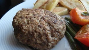 hamburger-sa-tikvicama-i-pireom1