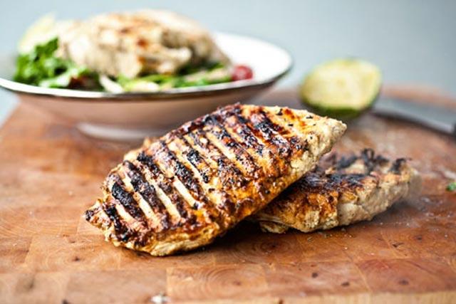 Marinirana piletina sa roštilja