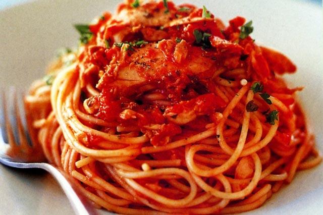 Tjestenina sa paradajz sosom i tunjevinom