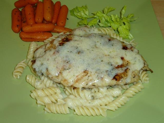 Sočna piletina u bijelom sosu
