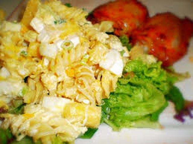 Salata sa tjesteninom i jajima
