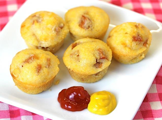 Kukuruzni muffini sa hrenovkama