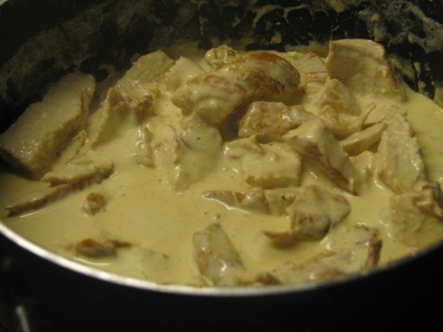 Piletina u bijelom sosu