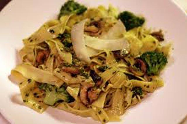 Tjestenina sa gljivama i brokulom