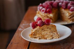 torta-od-palacinki-sa-malinama1
